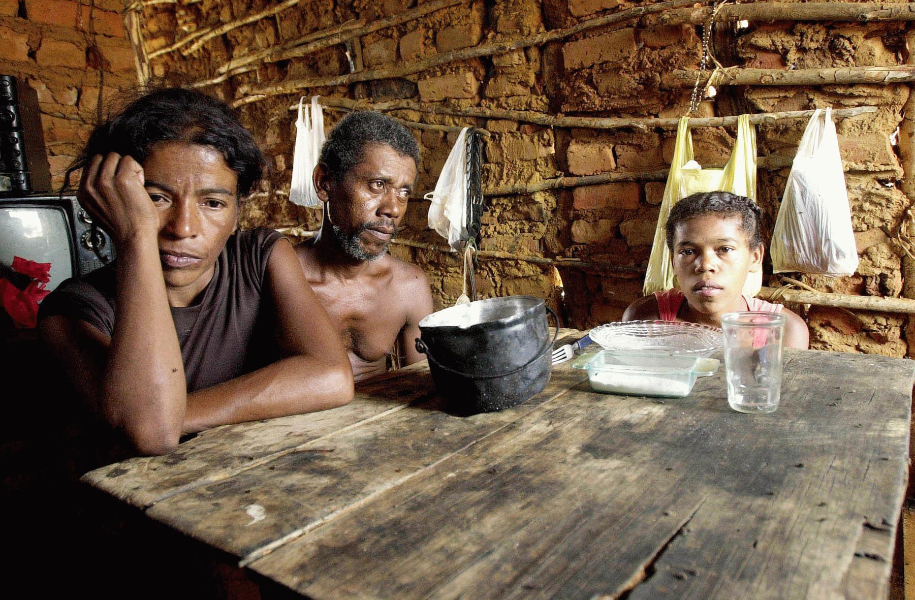 Resultado de imagem para fome no nordeste brasileiro 2014