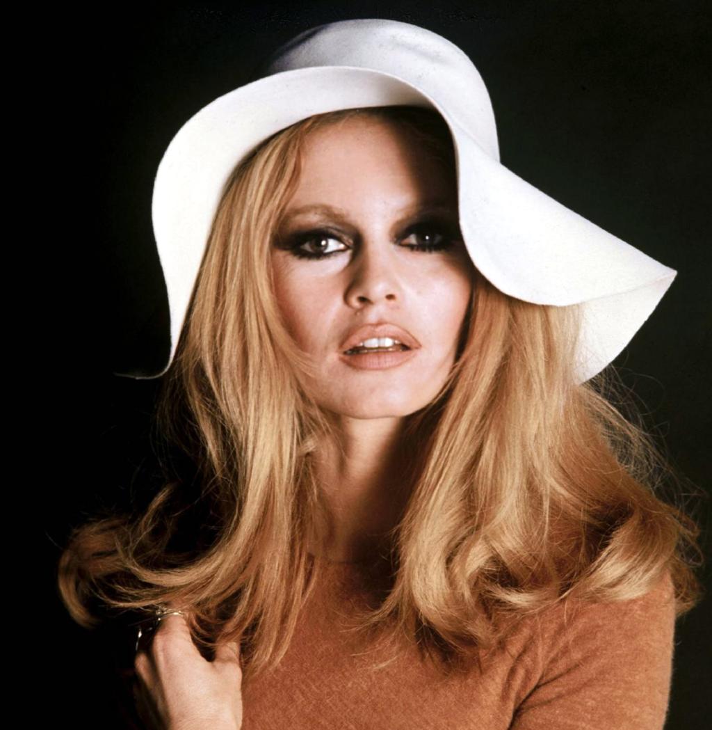 0e62c11815855 A atriz francesa Brigitte Bardot foi um dos maiores símbolos sexuais e da  liberdade da mulher nas décadas de 60 e 70.