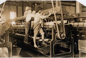 Criancas trabalhando em fabrica macon georgia eua 1909 1 jpg